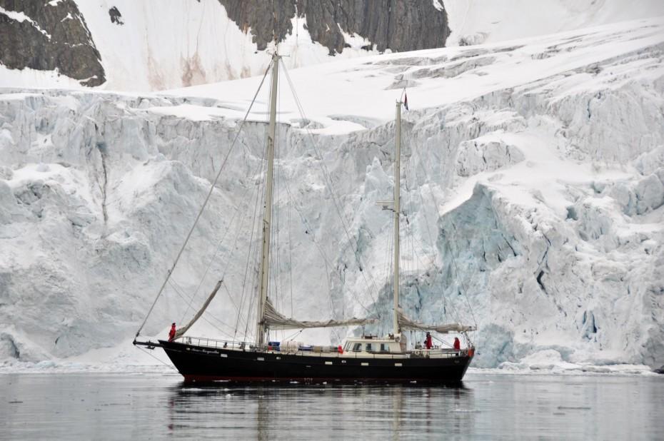 anne-margaretha-bij-gletsjer-spitsbergen