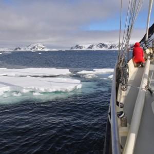 varen-in-ijs-spitsbergen
